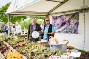 Pic credit BBC GW Spring Fair_ LR Floral Assessor Jim Buttress and Mark Lagomarsino from Best Floral Display Ice Plants
